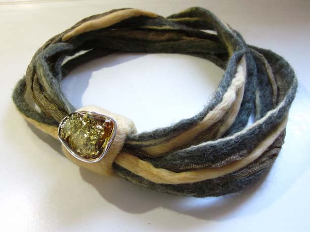 Scarf with amber from Nobless Silver