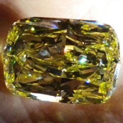 """Little Guy"" Wins 43 Carat Yellow at Online Auction"