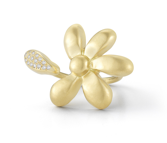 Sandy Leong's He Loves Me ring in 18k gold with diamonds