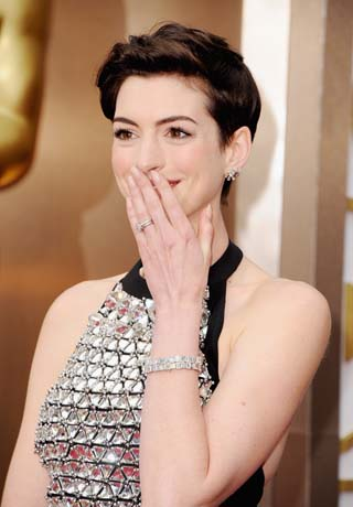 Anne Hathaway in Neil Lane platinum jewelry at the Oscars