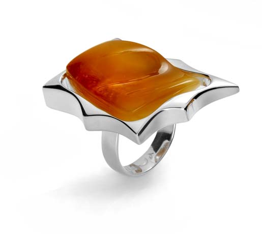 Ring in silver with amber from Enzo