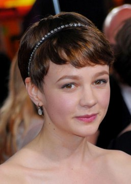 2010-gg_careymulligan-cu-riviere-necklace-as-headband.jpg