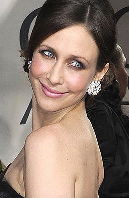 2010-gg_verafarmiga-cu-earrings.jpg