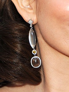 2010-sag_tinafey-neil-lane-dia-moonstone-earrings.jpg