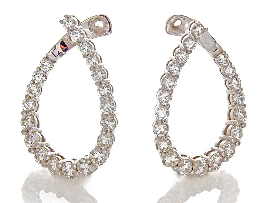 William Levine oval hoop earrings | JCK On Your Market