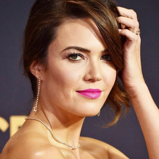 Mandy Moore sapphire necklace