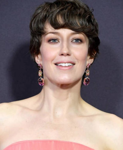Carrie Coon in Anabela Chan multicolored stone earrings