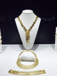 Necklaces and bracelet in 18k gold by Orocinque