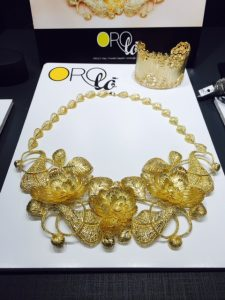 Floral necklace and bracelet by Orolo