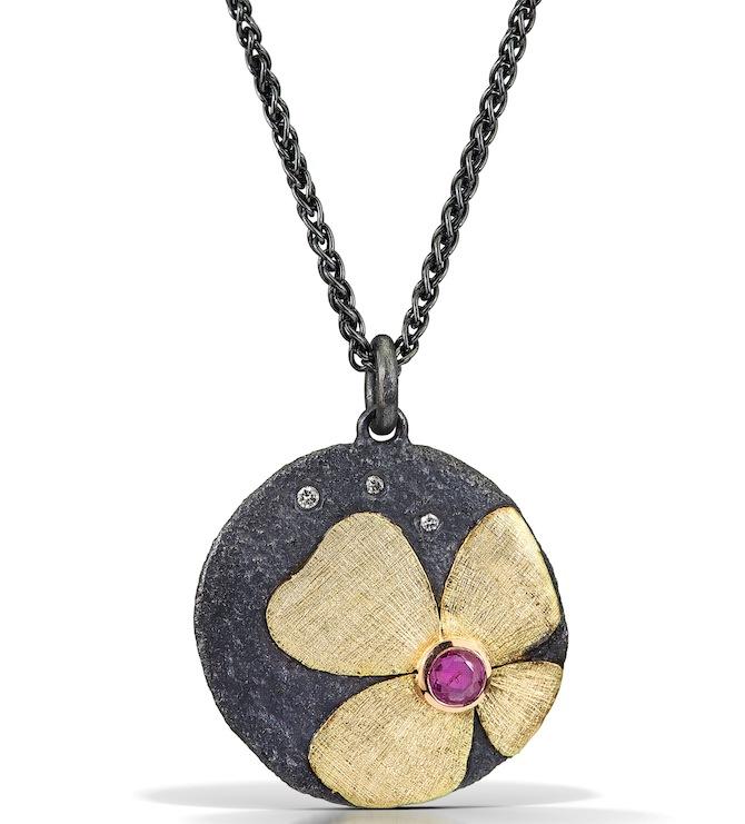 Alishan flower pendant