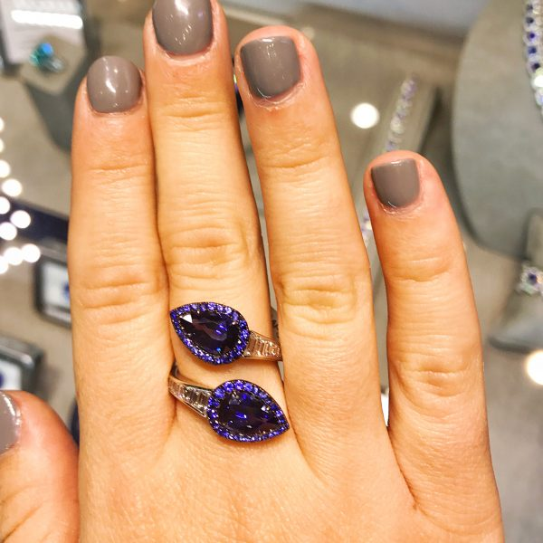 Omi Prive double sapphire ring