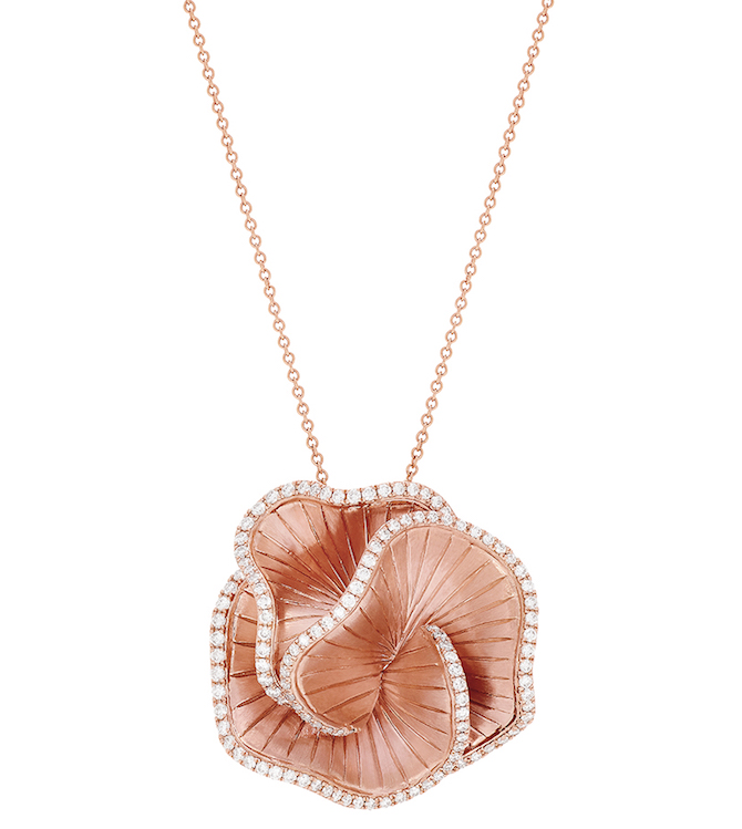Effy flower pendant