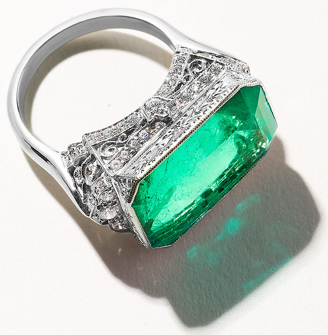VTse emerald ring