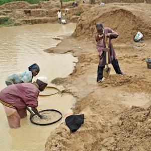 Artisanal diamond diggers