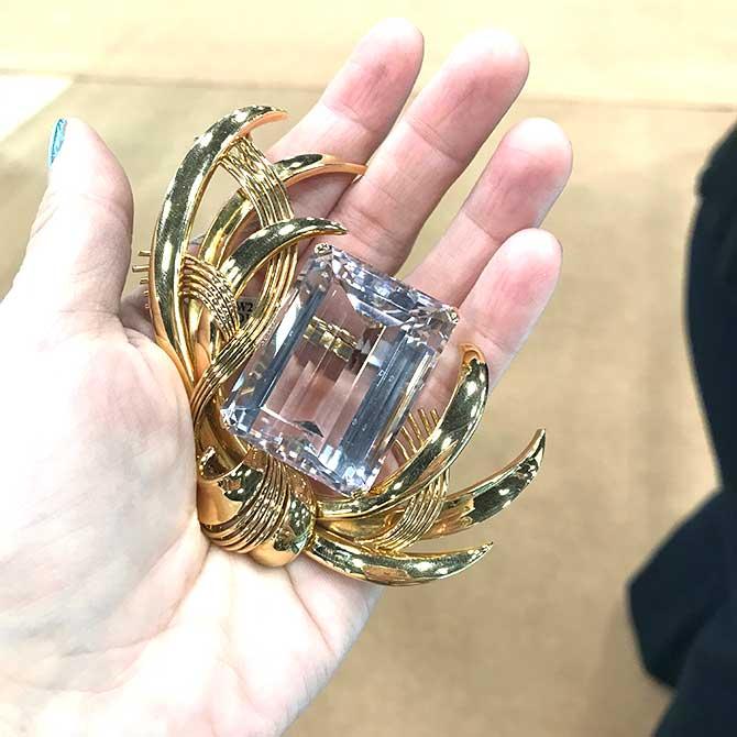Beneficial Estate Buyers rose quartz brooch