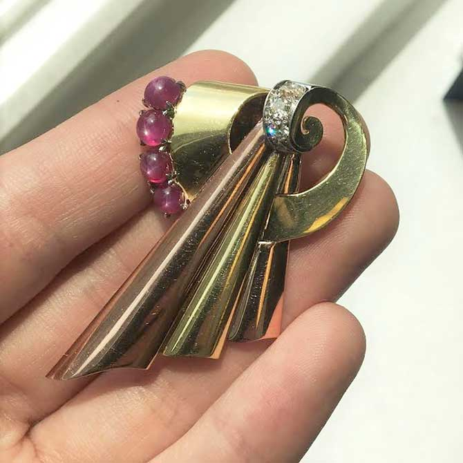 Beneficial Estate Jewelers retro brooch