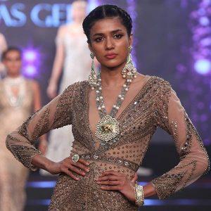 model in Tatiwalas Gehna jewelry at IIJS 2018