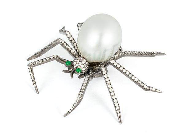 Samira 13 spider pin pendant