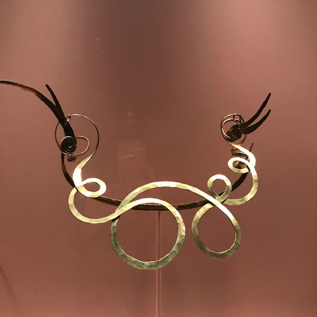 Met jewelry exhibit Alexander Calder necklace