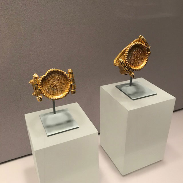 Met jewelry exhibit Byzantine bracelets