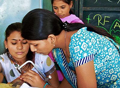 indian women making jewelry