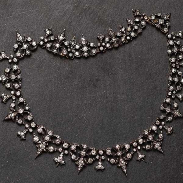 Jogani Victorian necklace