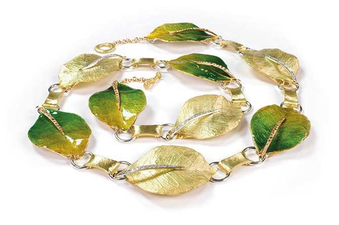 Vendorafa leaf necklace