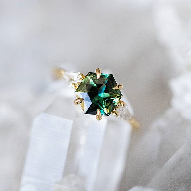 Grew and Co bicolor green sapphire ring
