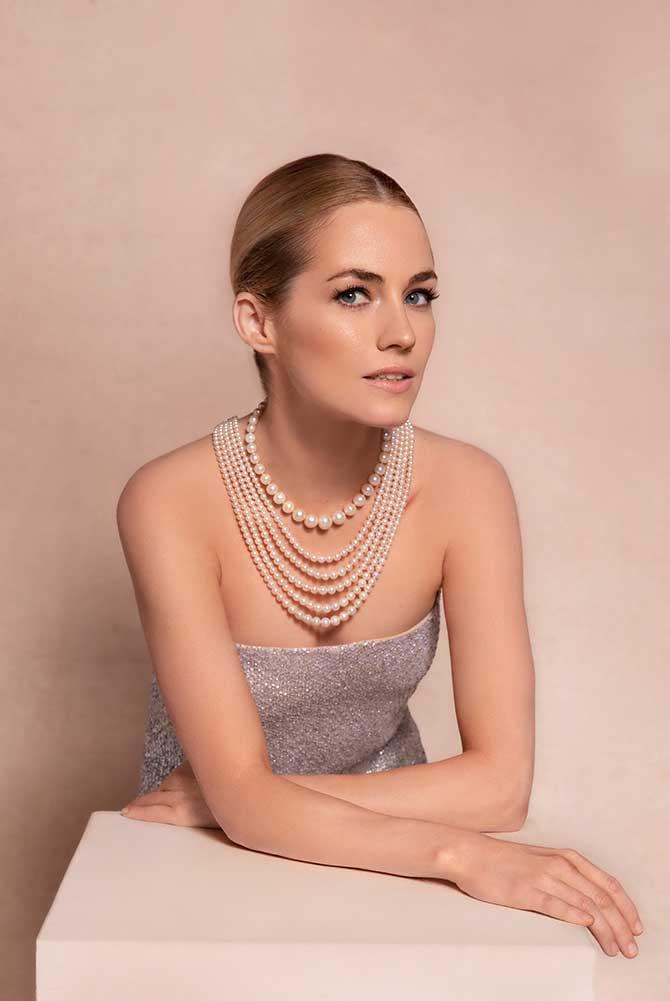 Amanda Hearst in Christies pearls