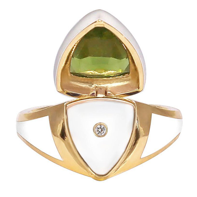 Santo by Zani peridot Shield ring (inside)