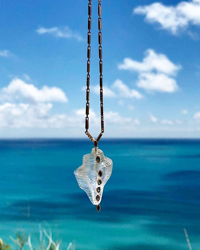 Dezso shell pendant