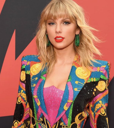 Taylor Swift VMA emeralds