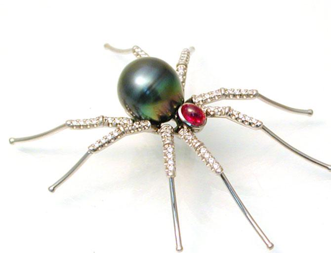 Alishan pearl spider brooch