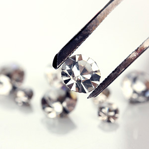 Tweezer and diamonds