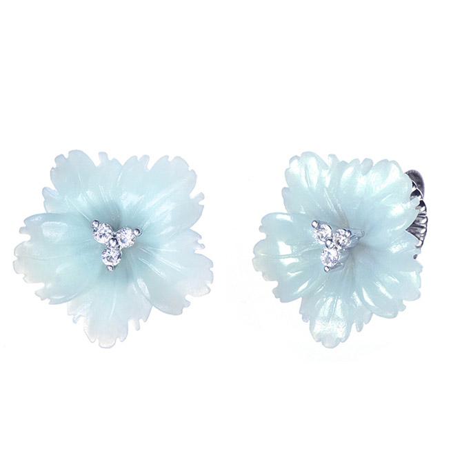 Bijoux Num carved flower earrings