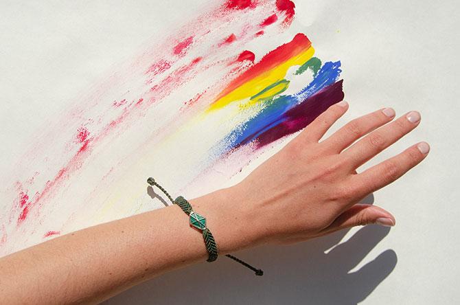Auverture malachite braclet on rainbow background