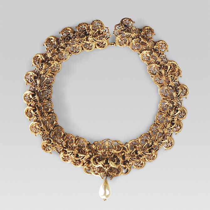 Chanel gold necklace with drop pearl