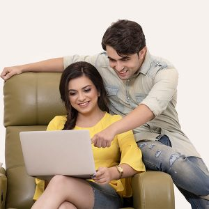 Couple on computer via Pixabay