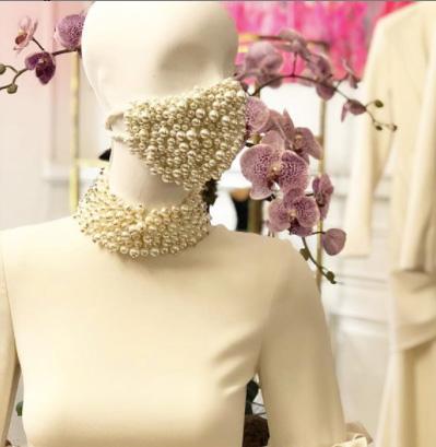Pearl mask Siriano