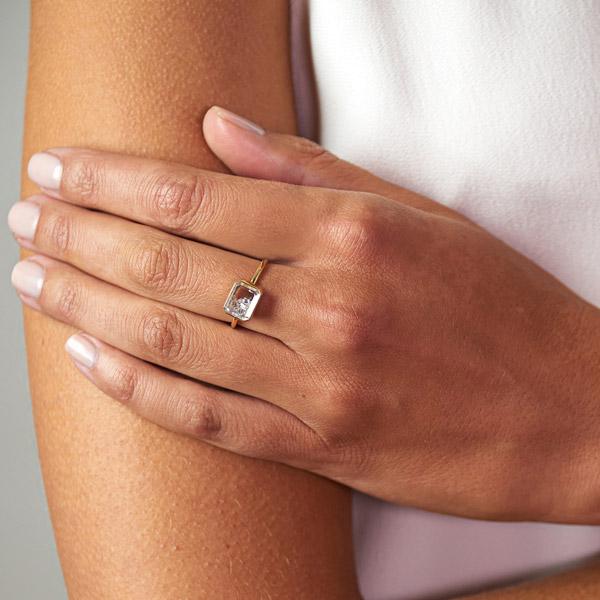 Moritz Glik Esmeralda ring