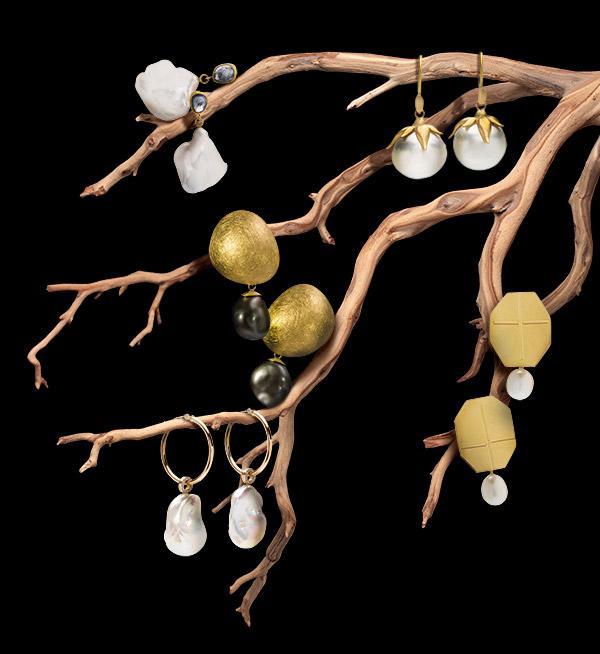Pearl sculptural earrings