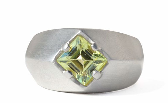 Mejia Jewelry sterling silver green chrysoberyl ring