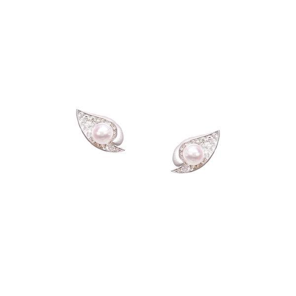 Jouer by Simone pearl studs