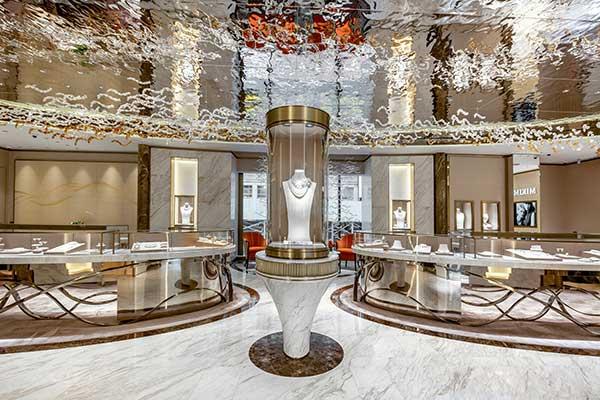 Mikimoto boutique glass displays