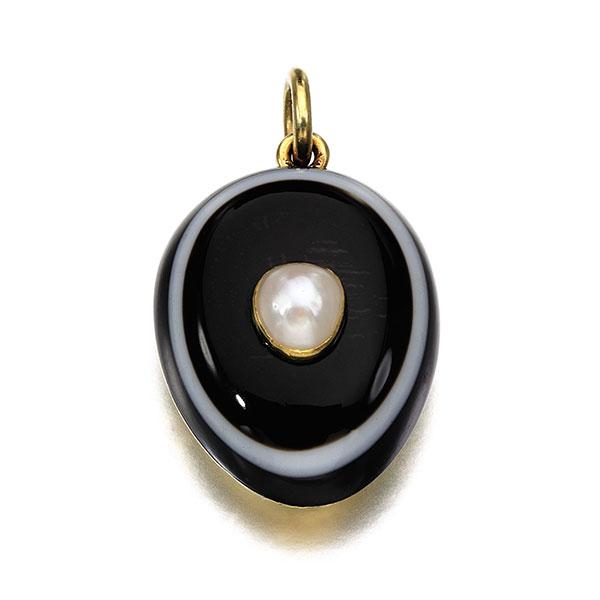 Southebys Mountbatten oval agate pearl pendant
