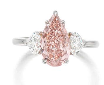 Fancy vivid diamong ring