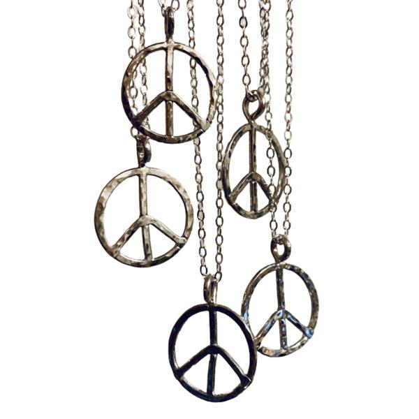 Foamy Wader peace necklace