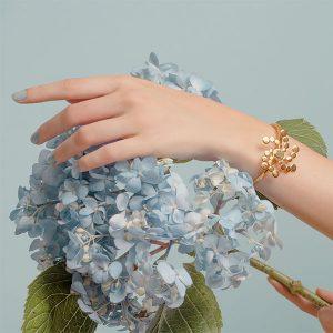 Vanessa Arcila Evovle spiral bracelet