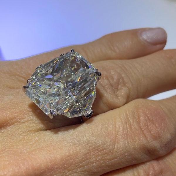 Nader Kash diamond ring