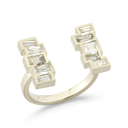 Una open ring in 18k gold with baguette-cut diamonds by Mary Esses